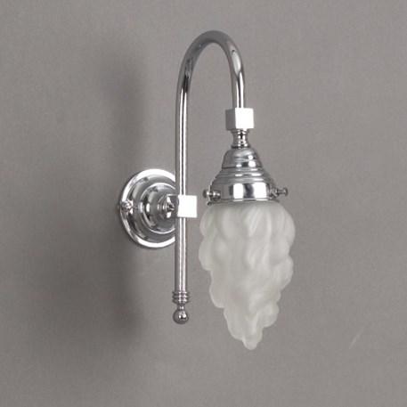 Badkamerlamp Vlam Grote Boog met geetste glaskap en chroom armatuur