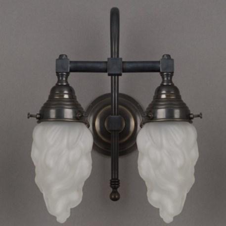 Badkamer wandlamp grote boog met bronzen armatuur en geetste, vlam vormige glaskappen