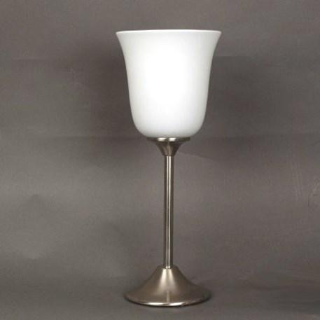 Tafellamp met matnikkelen voet en opaal witte tulp vormige glaskap