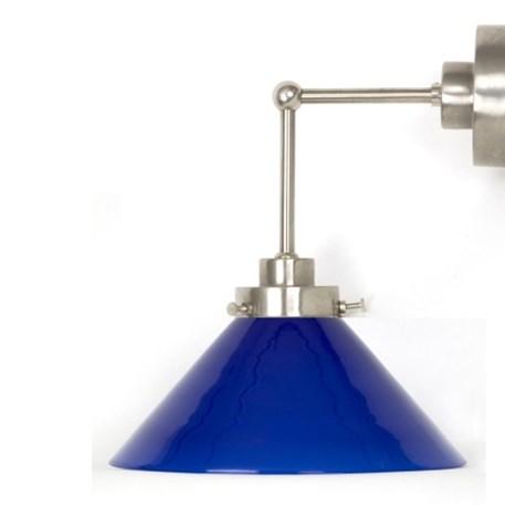 Wandlamp Cono met strak, matnikkel armatuur met extra verticale pendel en blauwe glaskap