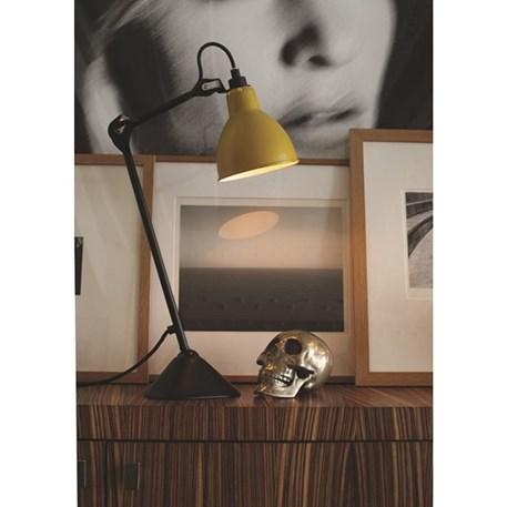 Tafellamp La Lampe Gras met zwart armatuur en een gele kap
