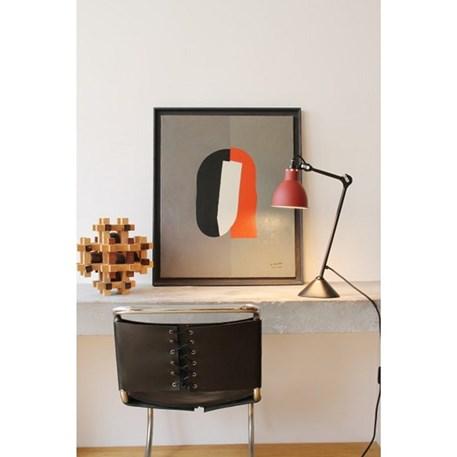 Tafellamp La Lampe Gras met zwart armatuur en een rode kap