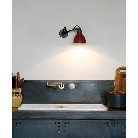 Zeer praktisch lamp voor in de keuken; draaibare wandspot van La Lampe Gras
