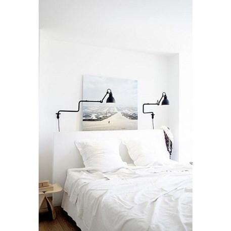 Lampe Gras als bedlamp of nachtlamp, matzwart afgelakt in een strak interieur