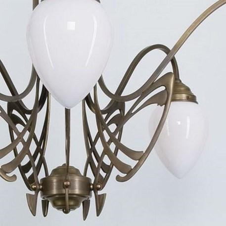 Detail Victor Horta Kroonluchter Elegantie met opaal witte glaskappen