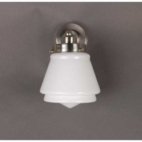 Wandlamp met getrapte, matnikkel armatuur en opaline / melkwitte glaskap